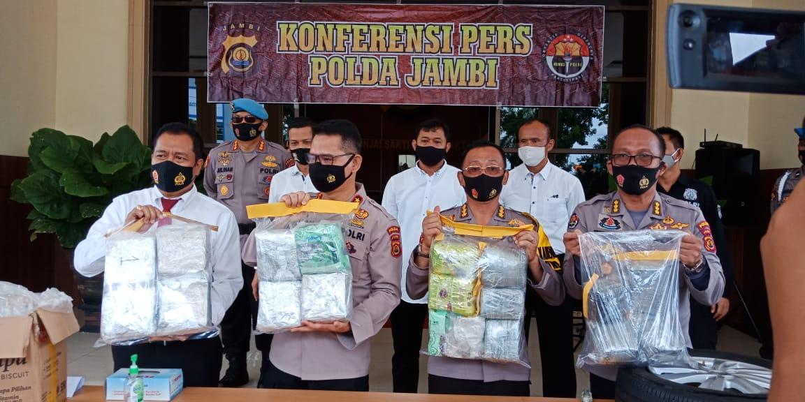 Polda Jambi Amankan 4 Tersangka Jaringan Antar Provinsi dan 19 Kg Narkotika Jenis Sabu