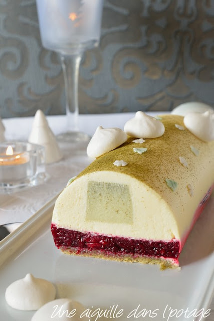 Noël-Bûche- thé-matcha-griottes-chocolat-blanc