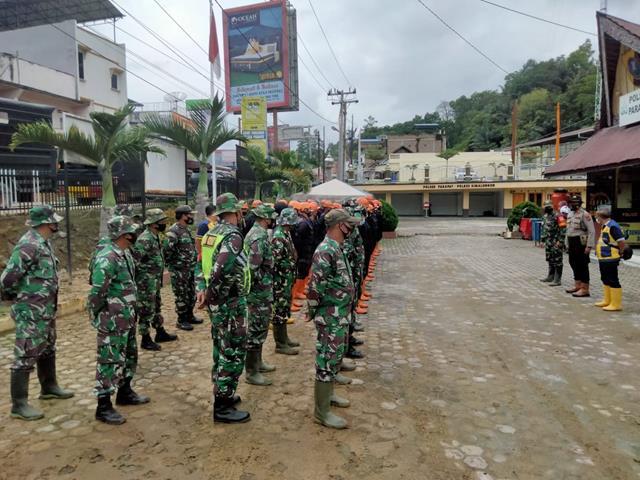 Bersama Dengan Dinas Terkait Personel Jajaran Kodim 0207/Simalungun Laksanakan Apel Siaga Terkait Bencana Di Parapat