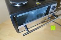 Tür öffnen: Andrew James – 23 Liter Mini Ofen und Grill mit 2 Kochplatten in Schwarz – 2900 Watt – 2 Jahre Garantie