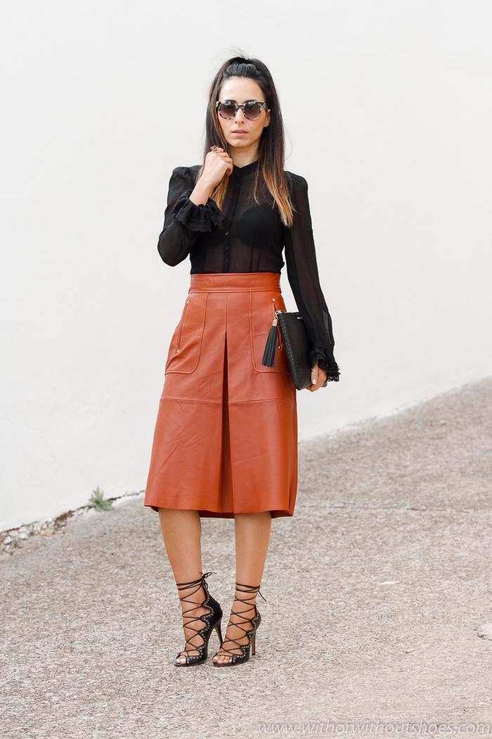 BLogger valenciana con outfit combinando falda de cuero Zara STudio largo midi