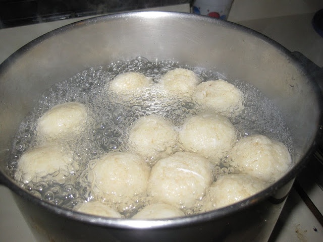 gluten free matzo balls at http://www,realfoodblogger,com