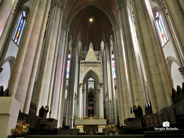 Vista ampla do impressionante Altar-mor da Catedral da Sé - São Paulo