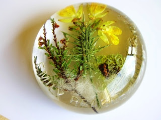 Personalised paperweight for real flowers