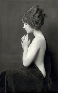 Norma Shearer Posed Nude