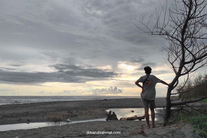 Wisata Gratis ke Pantai Cemara Cianjur Selatan