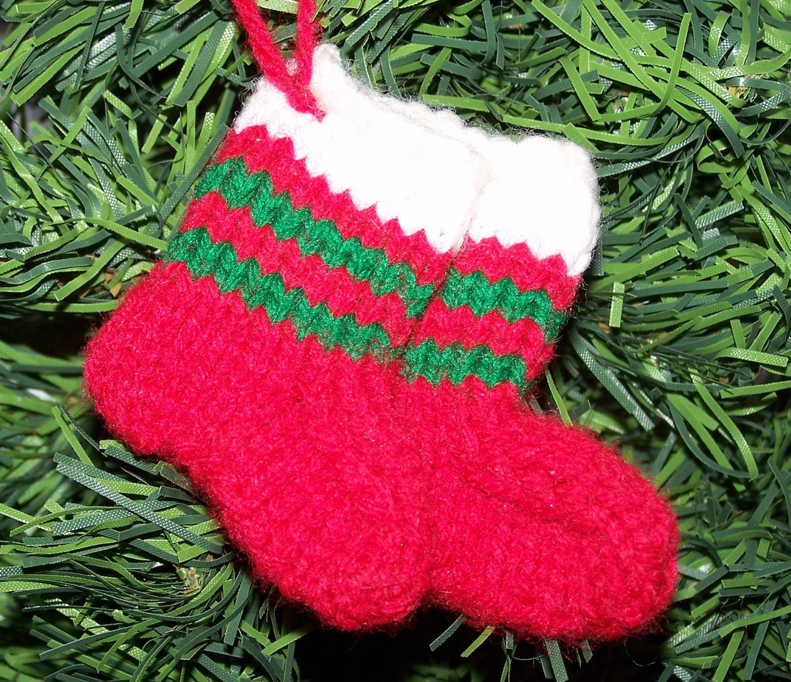 Damsel Quilts & Crafts: Little Knitted Stocking Ornaments