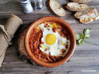 Huevos al plato con picadillo de carne picada