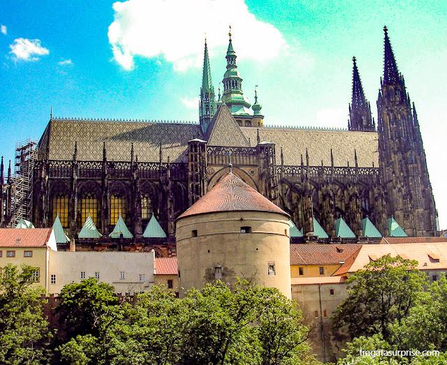 A Catedral de São Vito e a Torre Daliborka, no Castelo de Praga