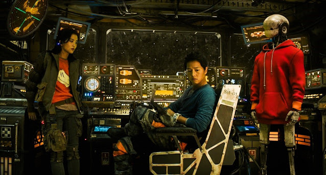 Song Joongki di pesawat Victory