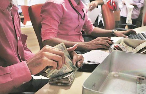 अगर गलती से गलत बैंक अकाउंट में पैसे ट्रांसफर हो जाएँ तो तुरंत करें ये काम, वापस हो जायेंगे पैसे