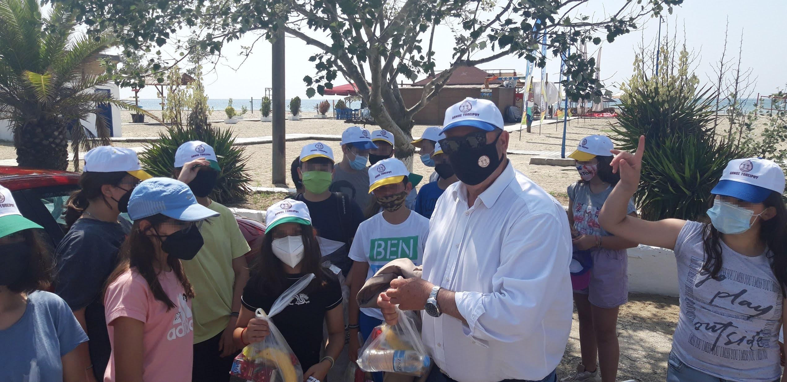 Εθελοντικός καθαρισμός στην παραλία Μαγγάνων