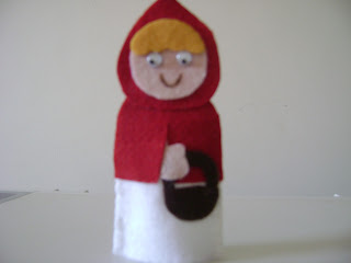 DSC05911 - Dedoches em feltro, chapeuzinho vermelho e Dora aventureira