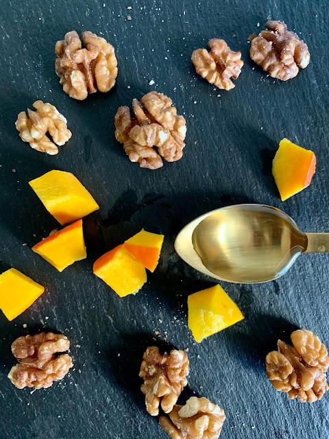 Mini Walnuss-Kürbis-Gugelhupf #Rezept #glutenfrei #vegan, Backrezept, Nüsse, Herbstzeit, schnell, einfach, Kaffeekuchen, Öl, Franz & Co