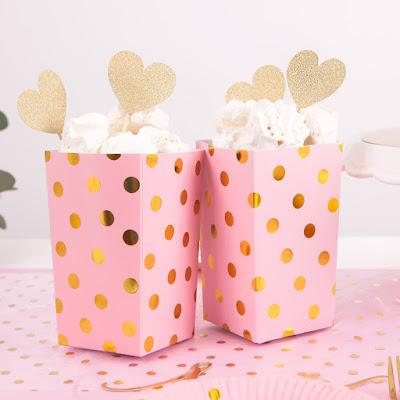 https://www.pinkdrink.pl/sklep,115,13468,pudelka_na_popcorn_slodycze_gold_dots_pink_4szt.htm