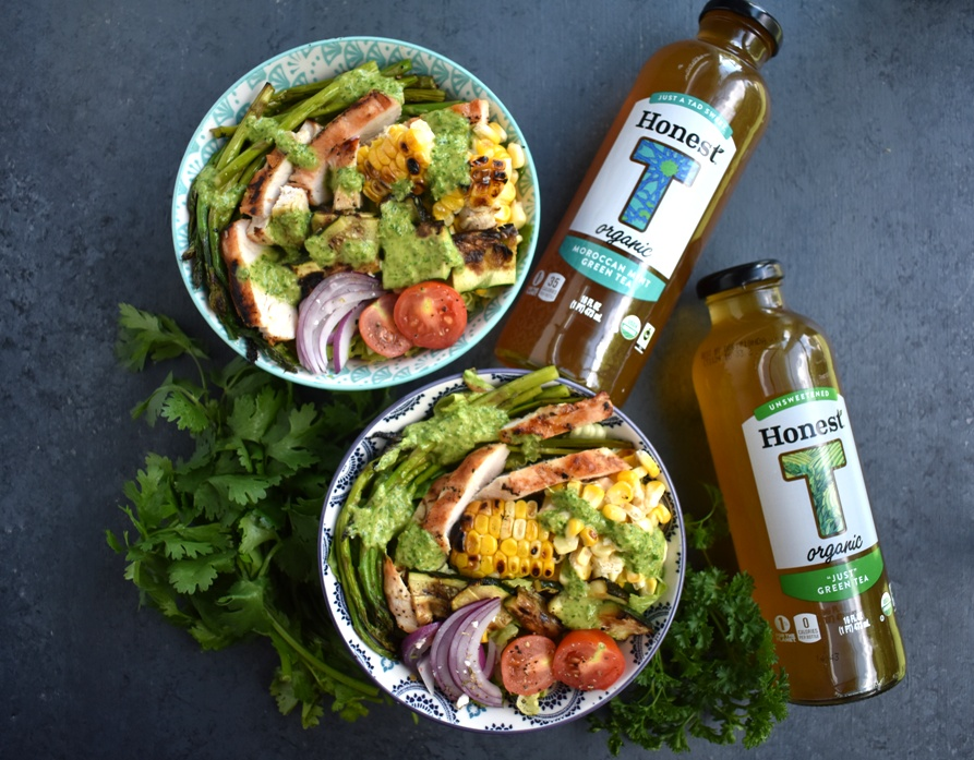 Chicken Chimichurri Salad is loaded with grilled chicken, corn, asparagus, zucchini, red onion and tomatoes and topped with a fresh parsley and cilantro herb chimichurri vinaigrette. www.nutritionistreviews.com