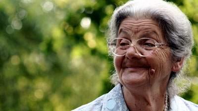 Nenek yang Cerdik, menang taruhan dengan mengelabuhi gubernur bank dan pengacara kondang, cerita lucu, humor