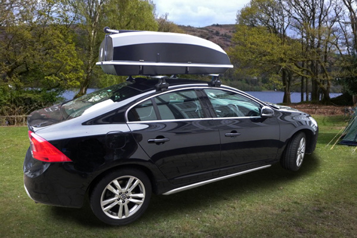 Todomotor noticias el boatbox un cofre portaequipajes para llevar sobre la baca pero que - Cofre techo coche ...