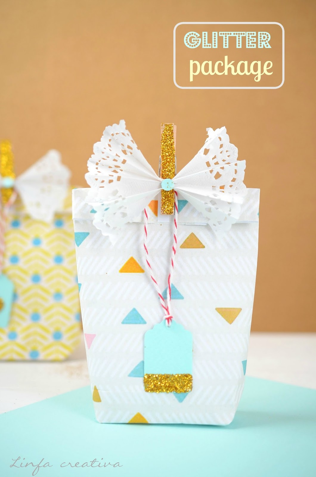 http://www.linfacreativa.net/2014/12/diy-gift-wrapping-idea-with-glitter.html