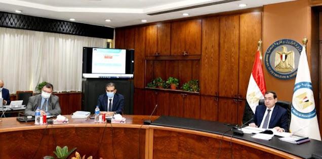 المهندس '' طارق الملا '' وزير الإنجازات  يترأس الجمعية العمومية لشركة الأسكندرية للبترول العامرية  .