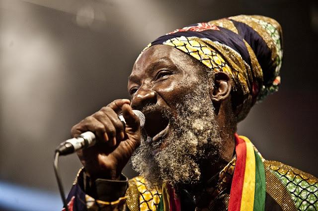 O Ministério de Cultura da Jamaica iniciou o processo para inscrever o reggae na lista de patrimônio cultural intangível da Unesco, onde pode figurar como um bem jamaicano, informou nesta terça-feira (09/02) o governo da ilha caribenha em sua conta no Twitter. A diretora da Divisão de Indústrias Culturais e Criativas do Ministério, Janice Lindsay, explicou que a ideia é designar um comitê que preparará a proposta com o objetivo de apresentá-la em março de 2017.