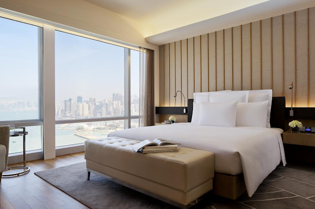 A stay at Renaissance Hong Kong Harbour View Hotel places you in the heart of Hong Kong, steps from Central Plaza and Hong Kong Convention and Exhibition Centre.