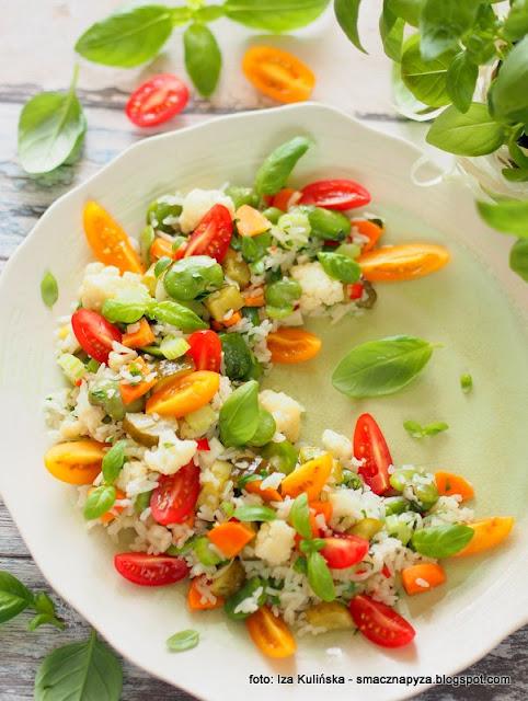 ryz, warzywa, kolory na talerzu, co na obiad, wege, obiad na lato, letni obiad, jak podać ryz, kolorowe warzywka