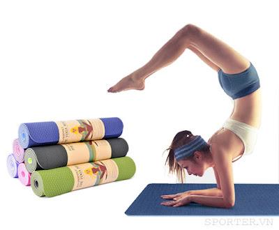 tập yoga với thảm tập yoga