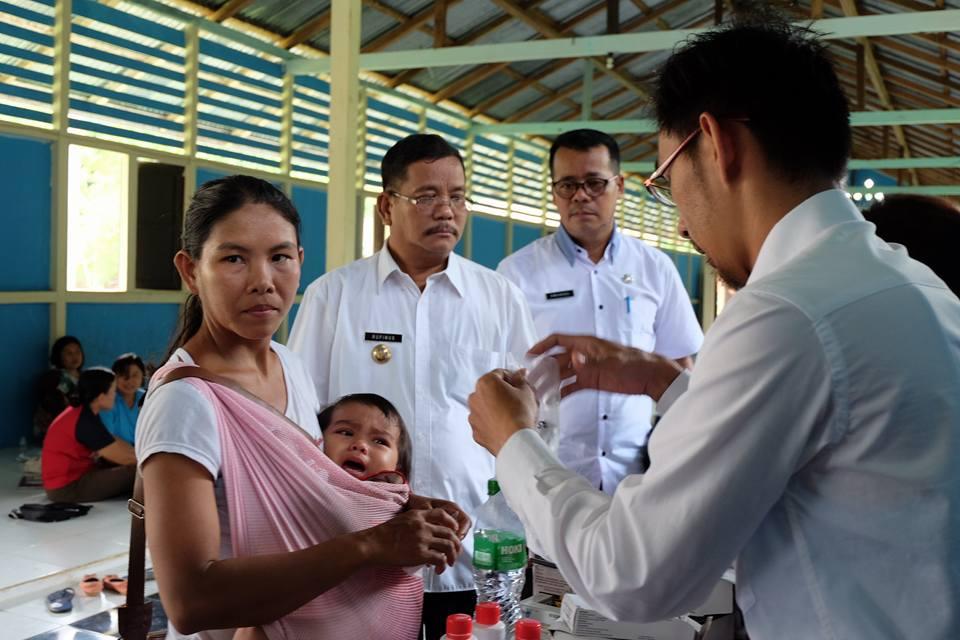 Wabah Campak Serang Warga Desa Pantok, Bupati  Sekadau Tinjau Langsung