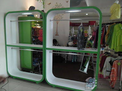 Etalase Display Untuk Jenis Toko Pakaian + Furniture Semarang ( Etalase Display )