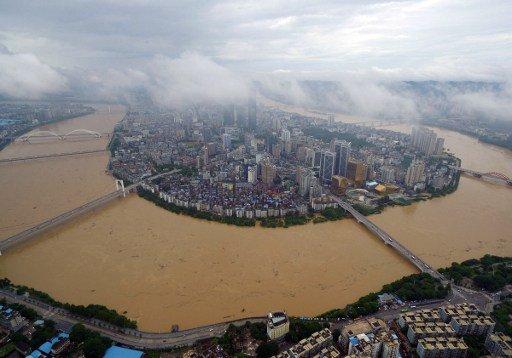 Biblical floods hit China  000_CS5Y5