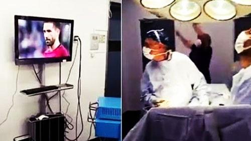 بالفيديو : أطباء يشاهدون مباراة أثناء إجرائهم عملية جراحية