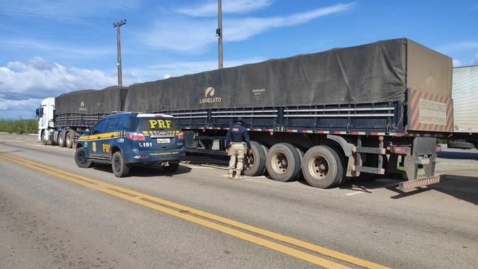 PRF flagra cerca de 500 toneladas de excesso de carga durante operação em Roraima