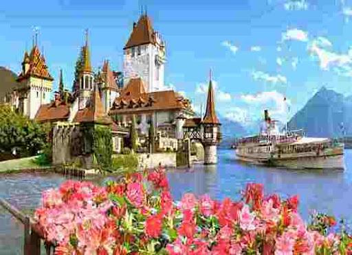 Каждый год сюда приезжаект много туристов. желающих наслпдиться её великолепием