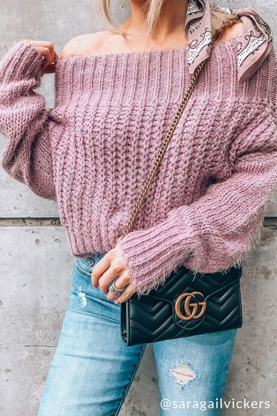 Knitted outfits are versatile pieces that adapt to every woman's style. Mix up your style with these 25 Charming Knitwear to Keep You Stylish and Warm. Winter outfits via higiggle.com | purple sweater + jeans | #knit #winter #fashion #sweater