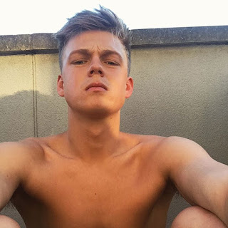 The Stars Come Out To Play: Caspar Lee - New Shirtless ...
