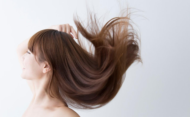 Manfaat Hair Mist Untuk Rambut Kering, Rontok Dan Berminyak