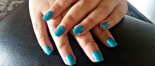 Fake blue nails