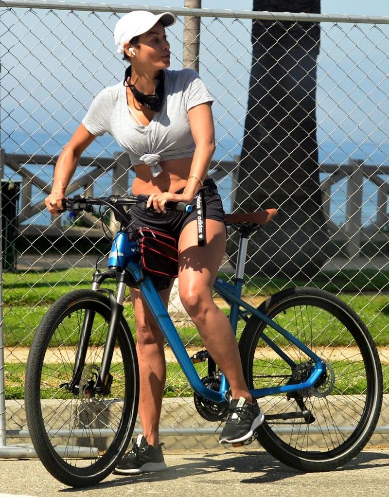 Nicole Mitchell Murphy Outside Riding Bike in Santa Monica 25 Apr-2020