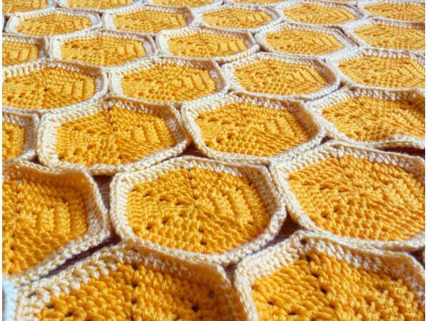Crochet Pattern: Bee Happy Honeycomb Baby Blanket - Crafting