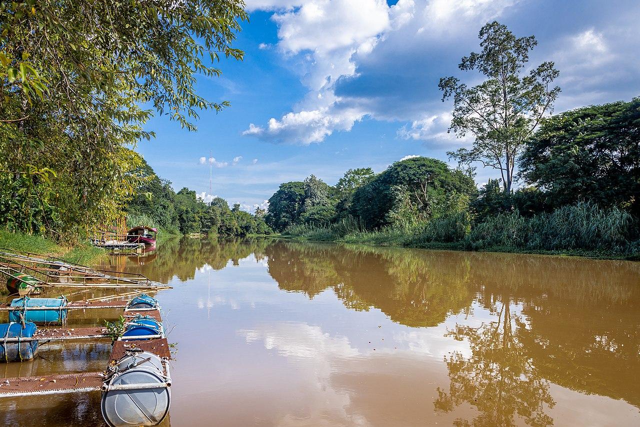 แม่น้ำปิง ในเดือนตุลาคม พ.ศ. 2563 ช่วงบริเวณวัดท่าหลุก อำเภอเมืองเชียงใหม่