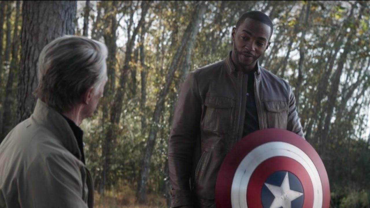 Anthony Mackie ficou surpreso ao usar o escudo do Capitão América em 'Falcão e Soldado Invernal'