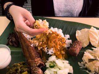 makan dengan tangan