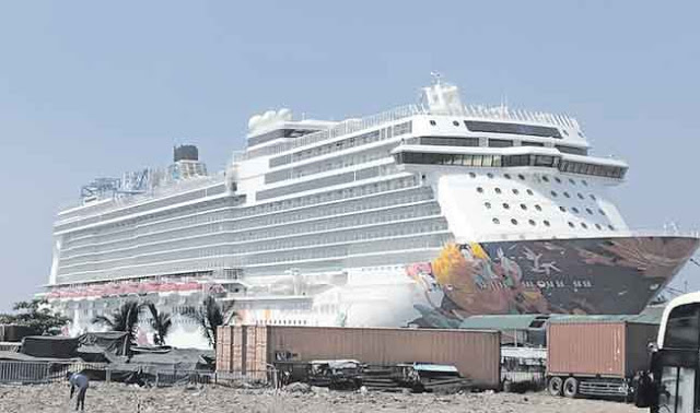 Takut Sebar Corona, Ratusan Turis China Dilarang Turun Kapal Pesiar