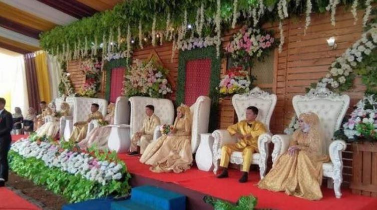 Menggegerkan!! Janda Ini Gelar Pernikahan Bareng 3 Putrinya
