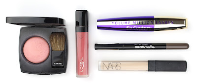 carry on travel essentials beauty must have makeup chanel blush l'oreal lipgloss mascara brow nars concealer