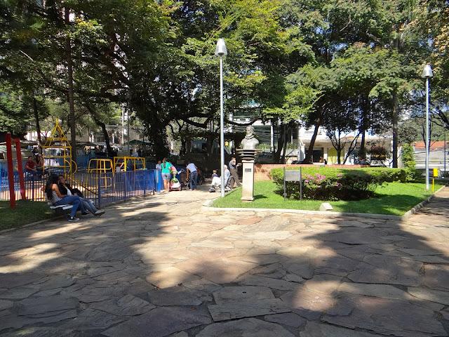 Passeio em BH: Praça Marília de Dirceu