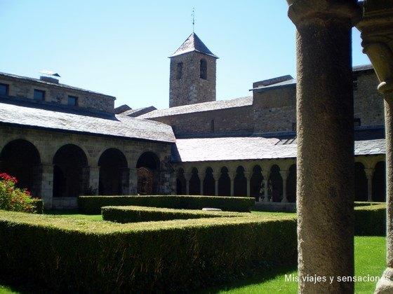 Claustro, Catedral de Santa María de Urgell, Cataluña