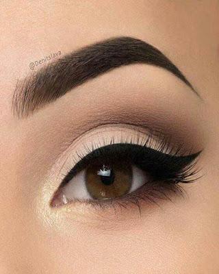 maquillaje de ojos color piel con cola de gato