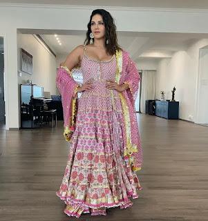 Sunny Leone's Ganapati Pooja Celebrate in Family